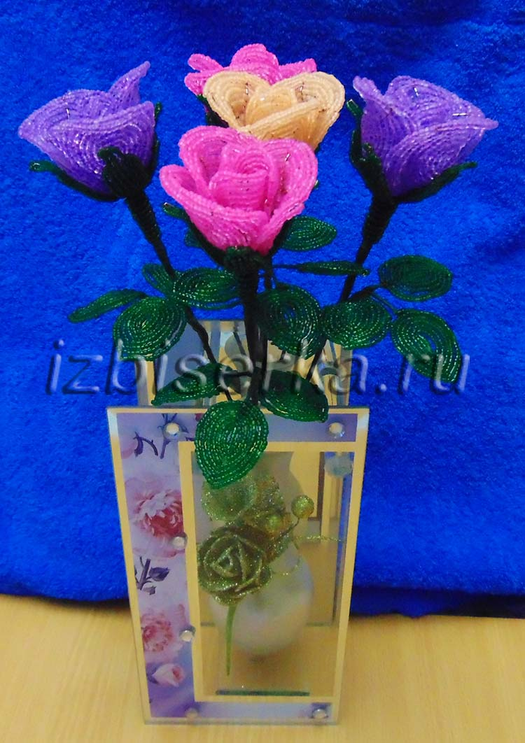Фото букета роз из бисера