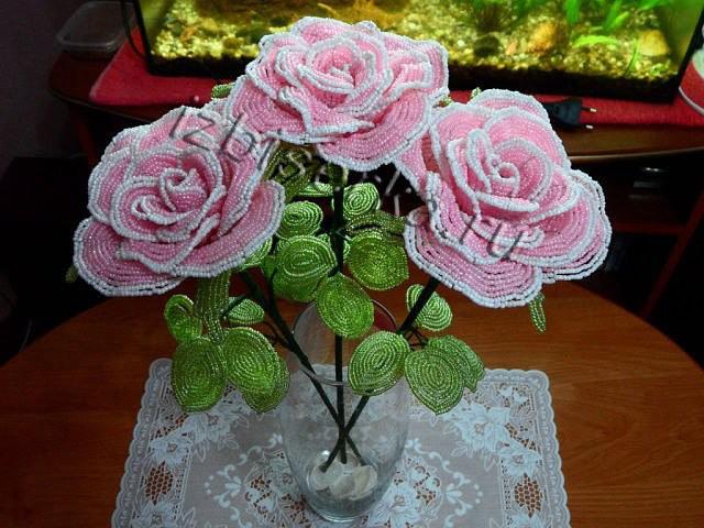 Фото розовых роз из бисера